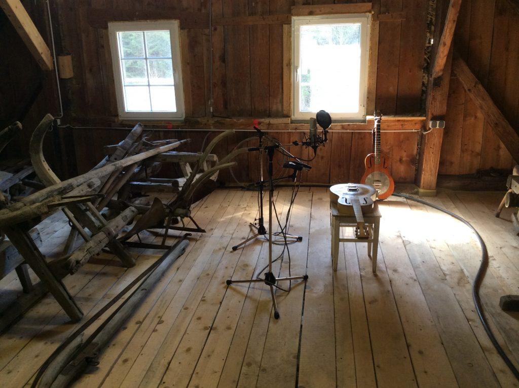 Aufnahmestudio im Holzdachboden
